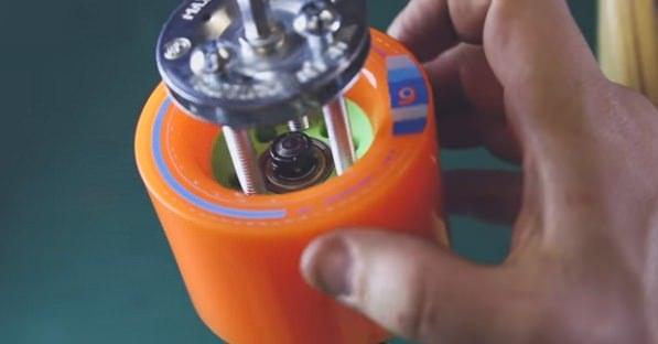 「Cheap and Easy DIY Electric Skateboard」自作中の画像