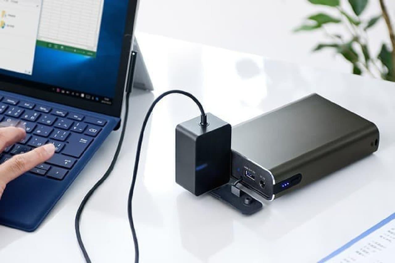 ノートPCに給電するモバイルバッテリー