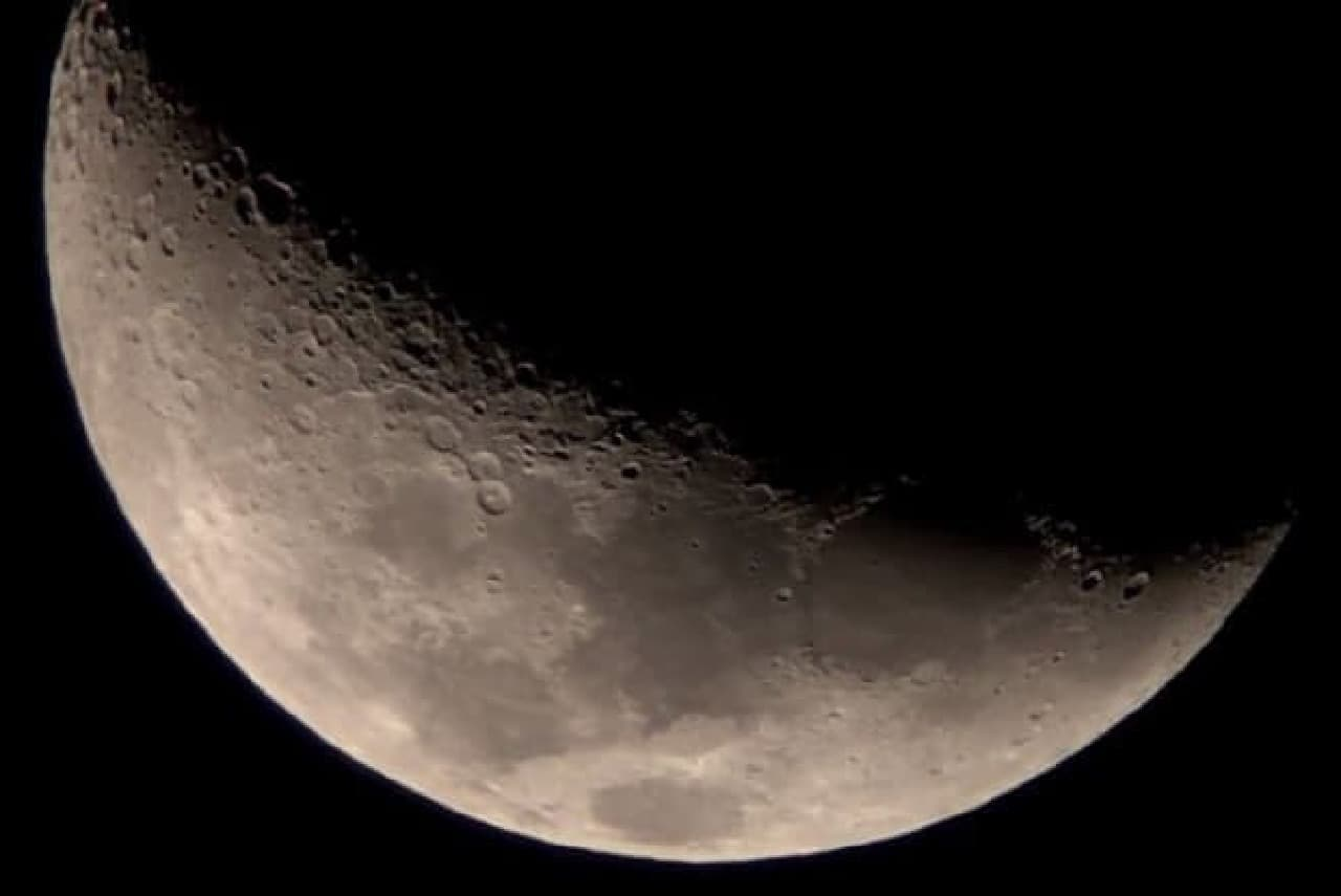 iPhoneで撮影した月面
