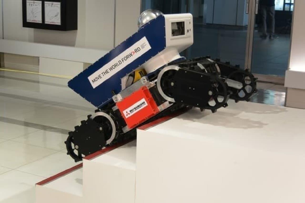 段差をのぼる防爆ロボット