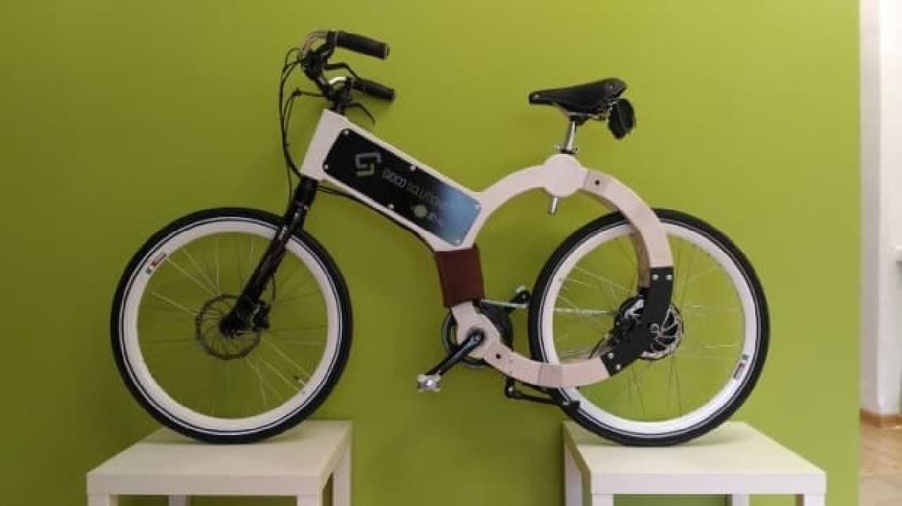 栓抜きのようなデザインの「Wood Electric Bike(WEB)」