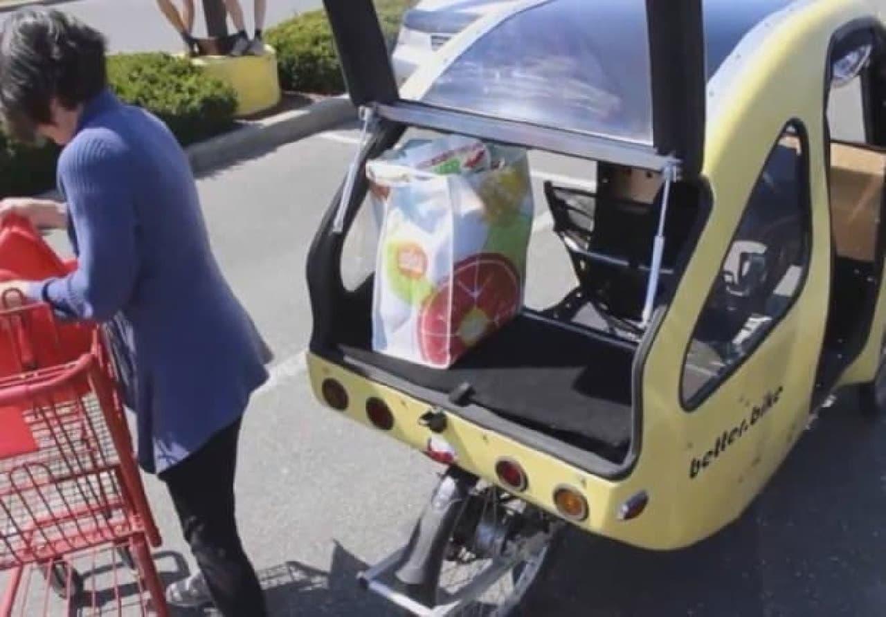 屋根付きの電動アシスト自転車「PEBL」