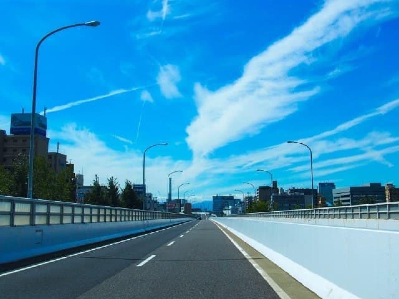 高速道路の風景写真