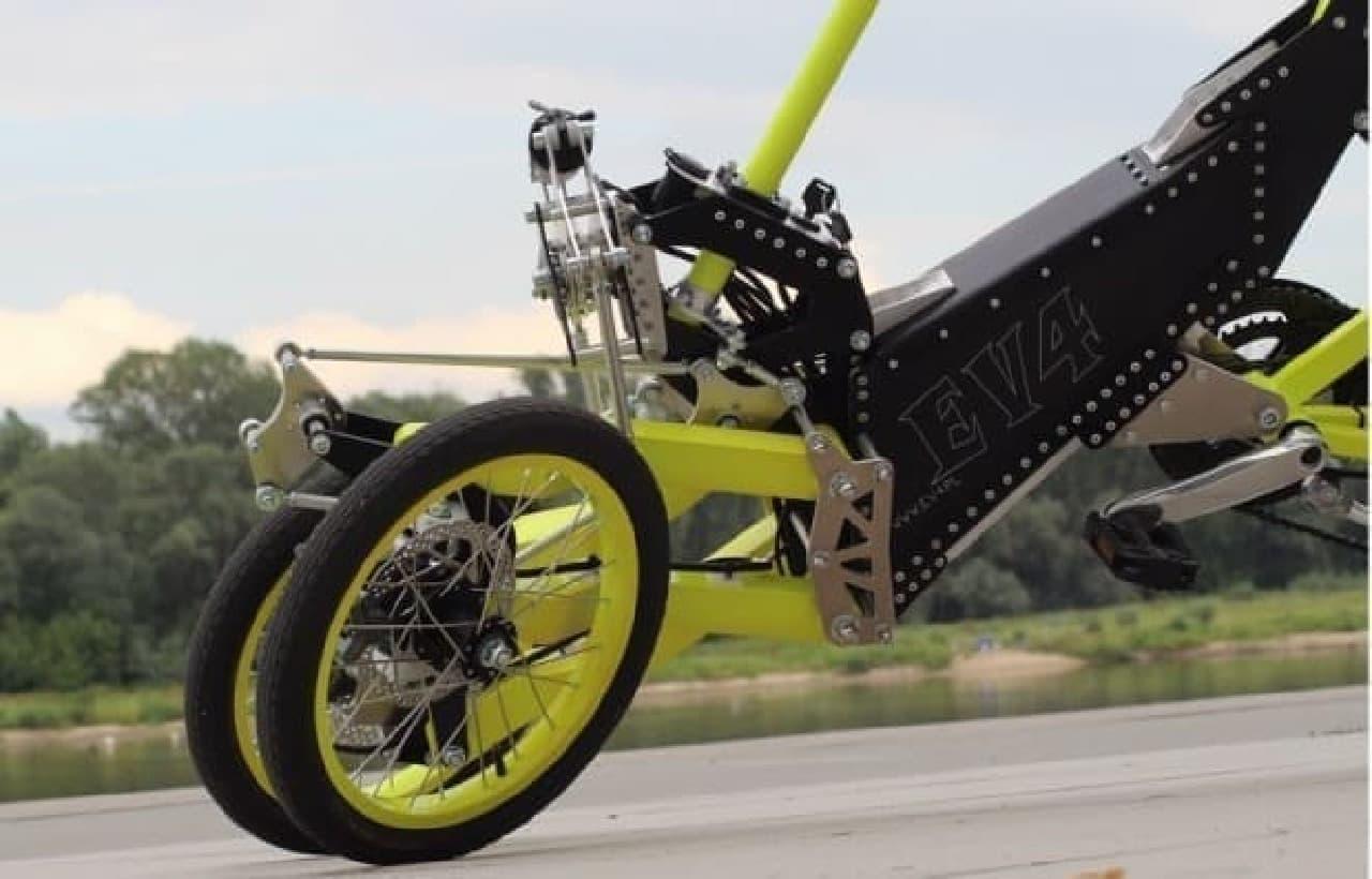 「EV4 Bike」チルト機構