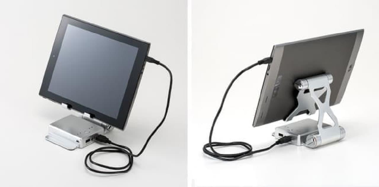 展開したタブレット・スタンド型モバイルバッテリー