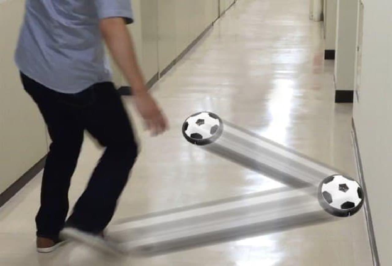 蹴って遊ぶイメージ