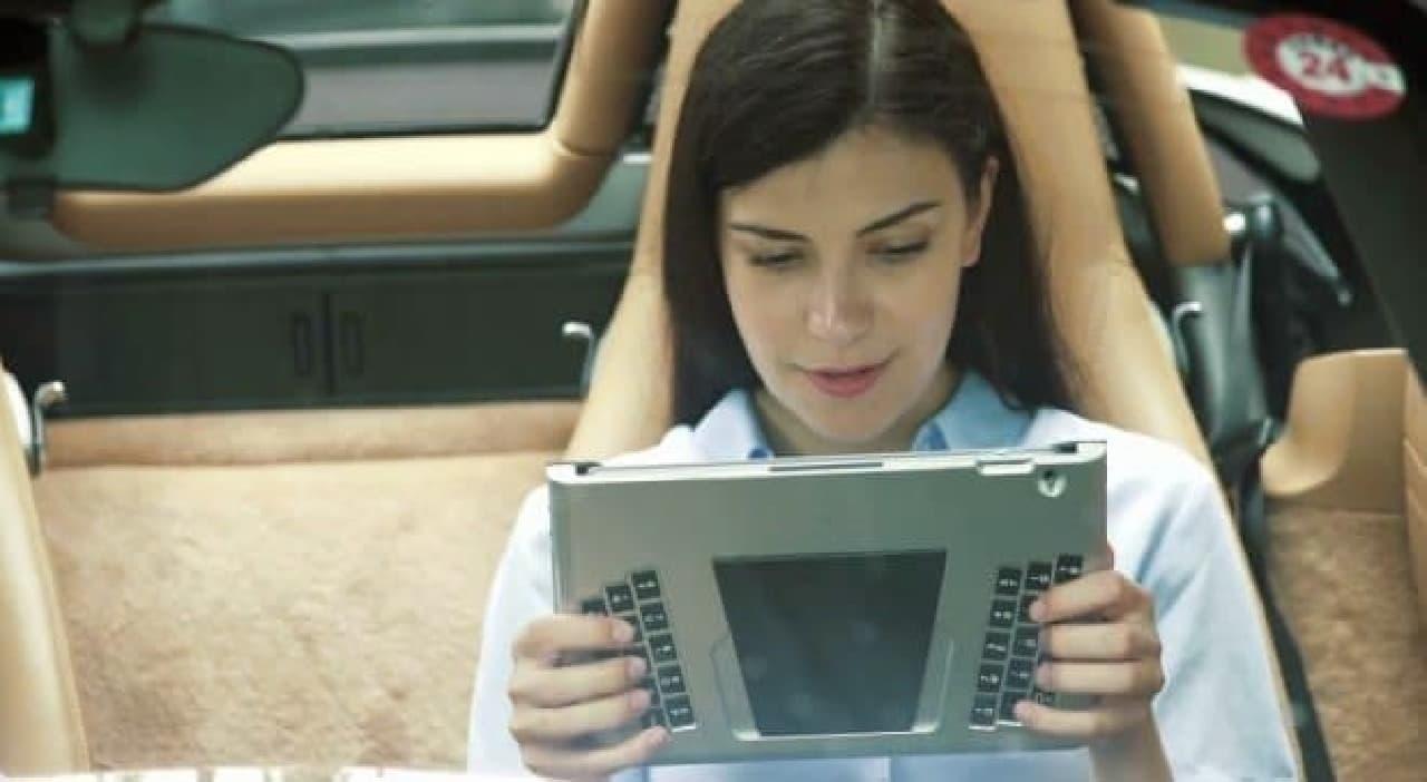 iPad用背面キーボード「T-BLADE」