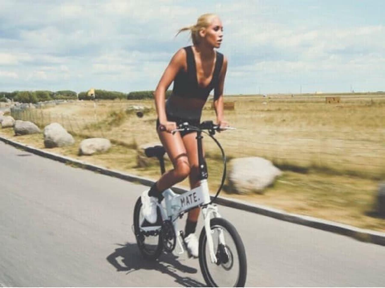 電動アシストに見えない折り畳み自転車「MATE」