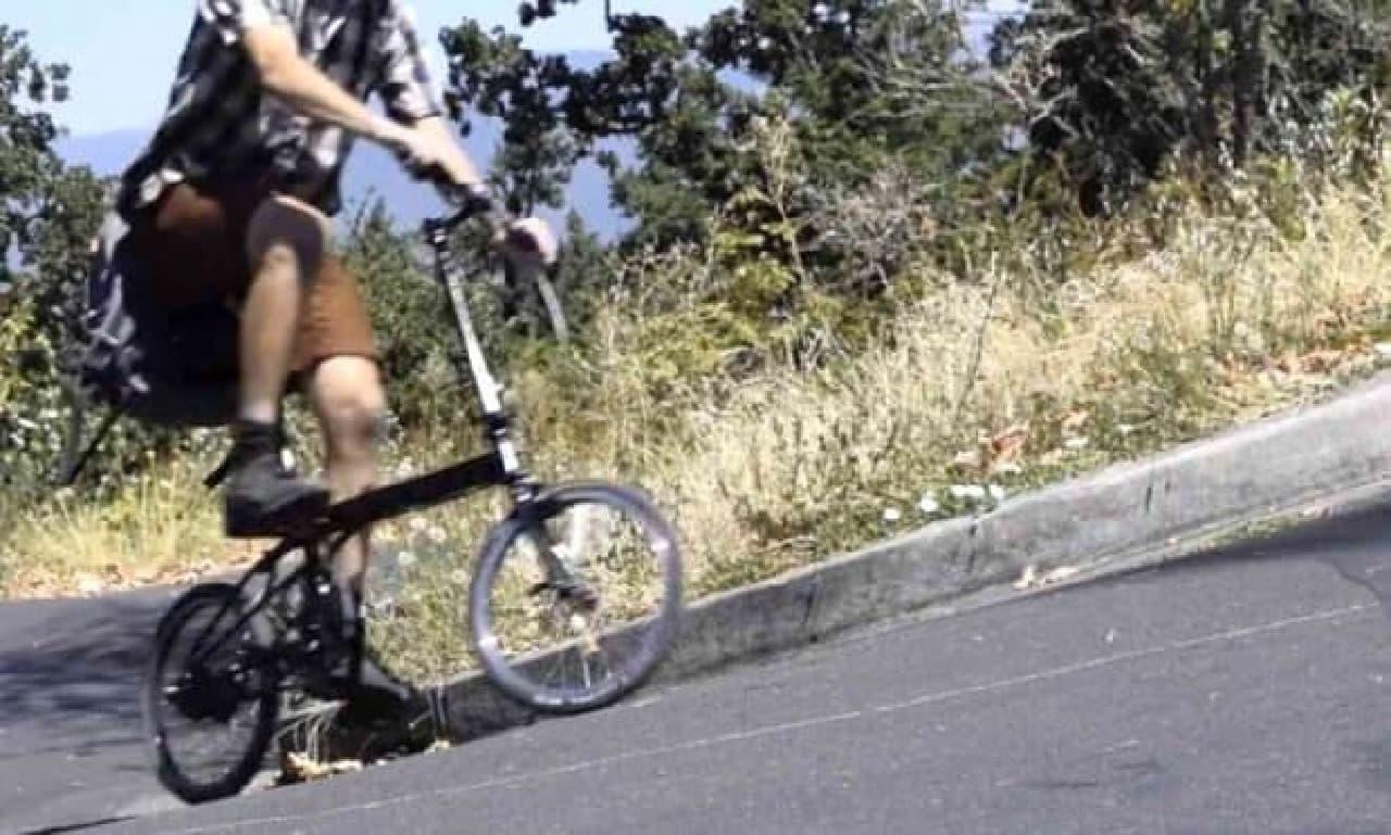 バックパックに入る折り畳み自転車「pakiT」