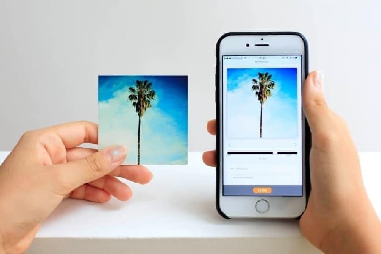 メッセージカードとスマートフォン