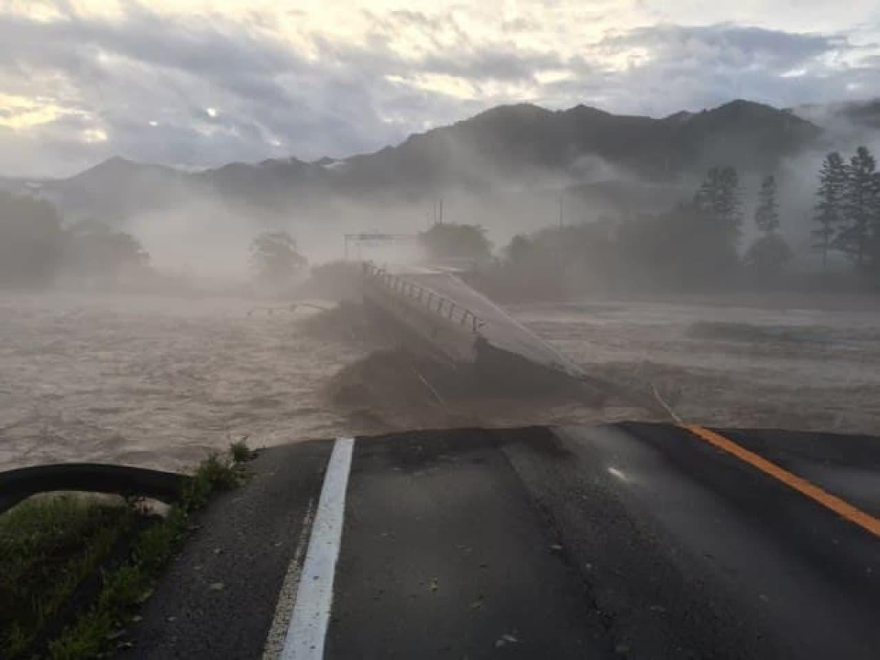 台風10号の被災状況を示す写真