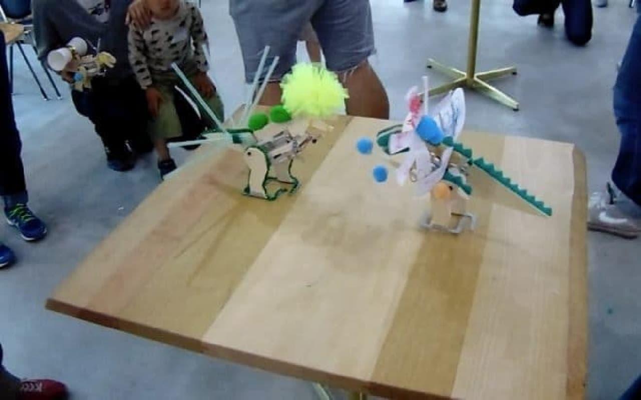 工作ロボットとマビーの写真