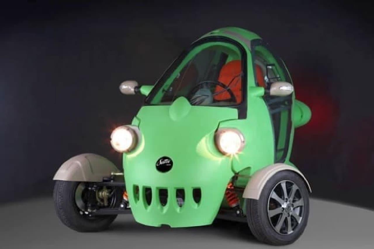 ガルウィングの3輪電気自動車「SAM」