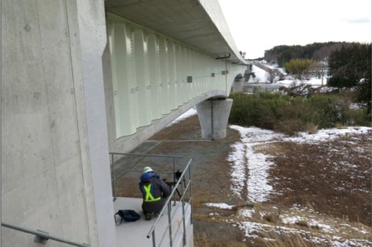 橋台で撮影しているようす