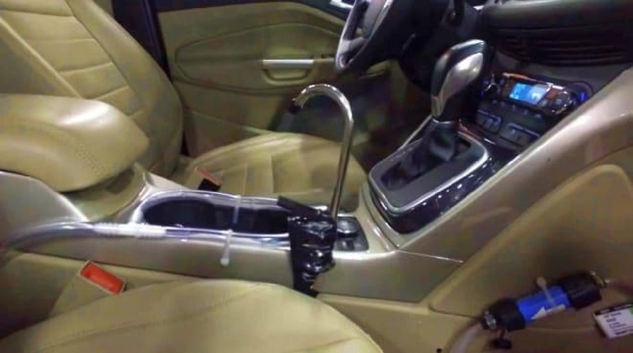 車内で飲料水を生み出す、フォードの「On-the-Go H2O」