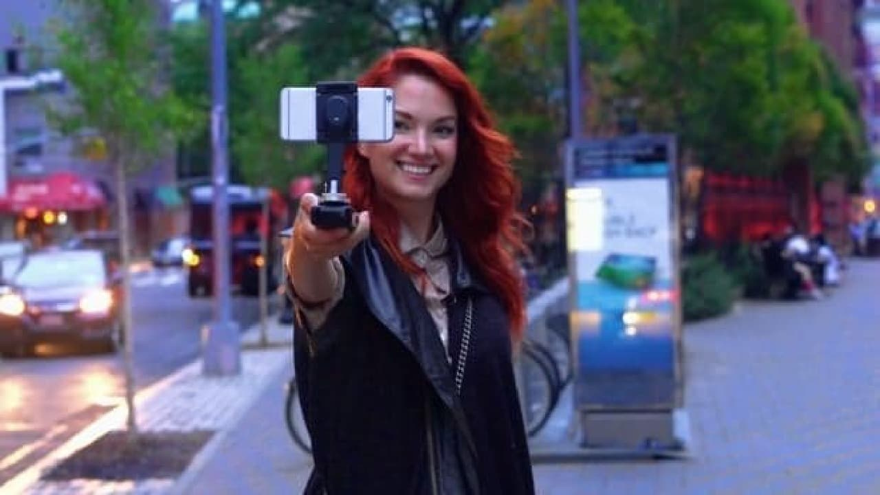 モバイルバッテリーもついたスマートフォン用スタビライザー「SMOVE」