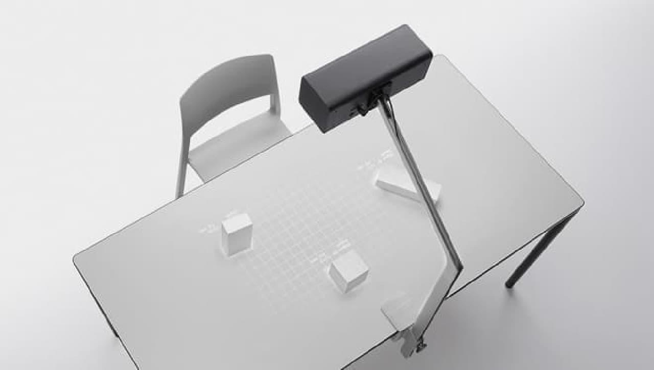 Tを構成するテーブルとプロジェクター