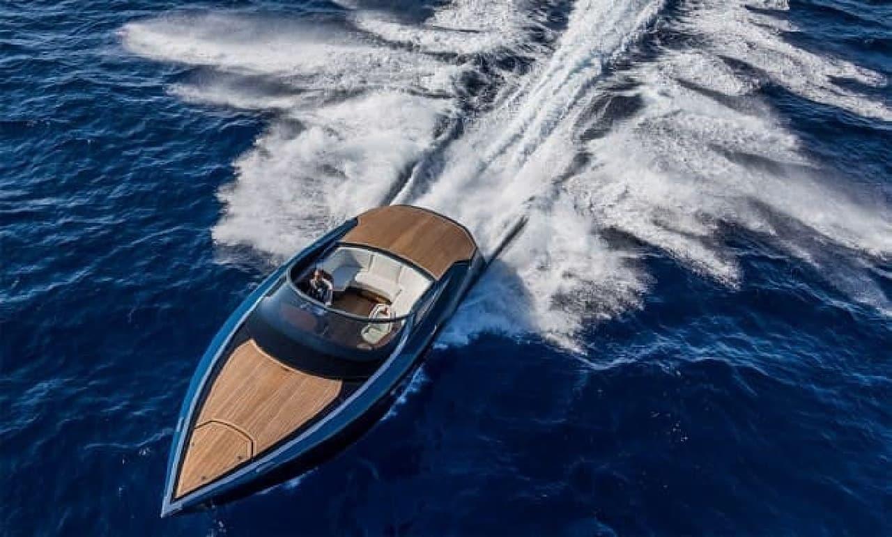 正面から見たボート
