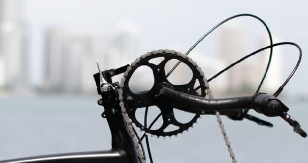 手でペダルを漕ぐ自転車「TwiCycle」