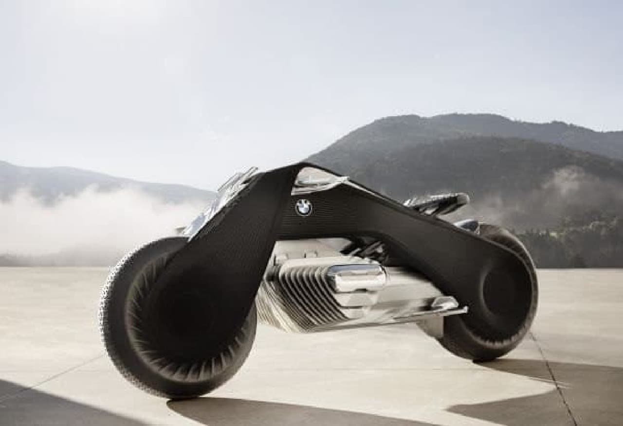 BMW Motorradの100周年記念コンセプトモデル「VISION NEXT 100」