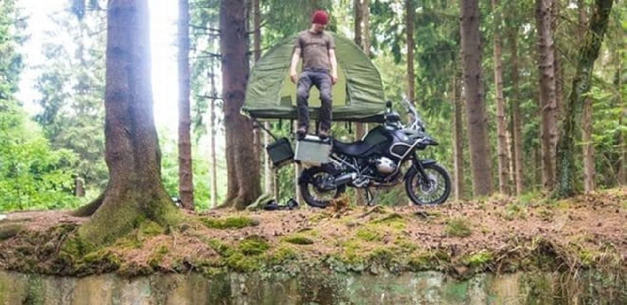 バイクの上に張るテント「Mobed」