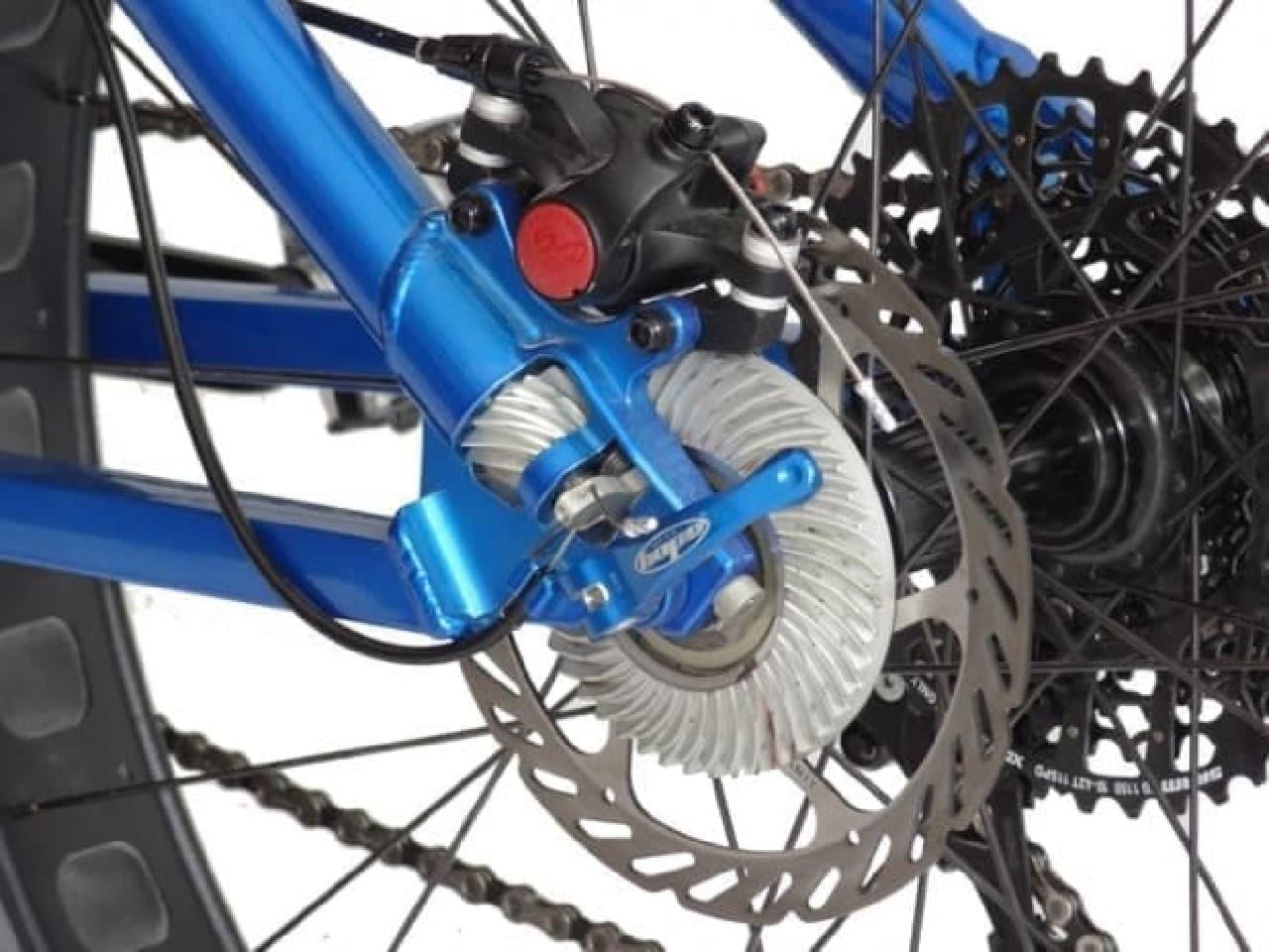 南極を走れる自転車、両輪駆動の「FAT 4」と「FAT 5」