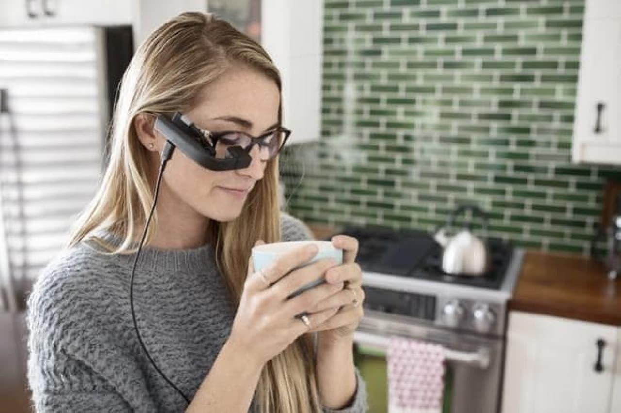 メガネに取り付けるディスプレイ「Vufine+」