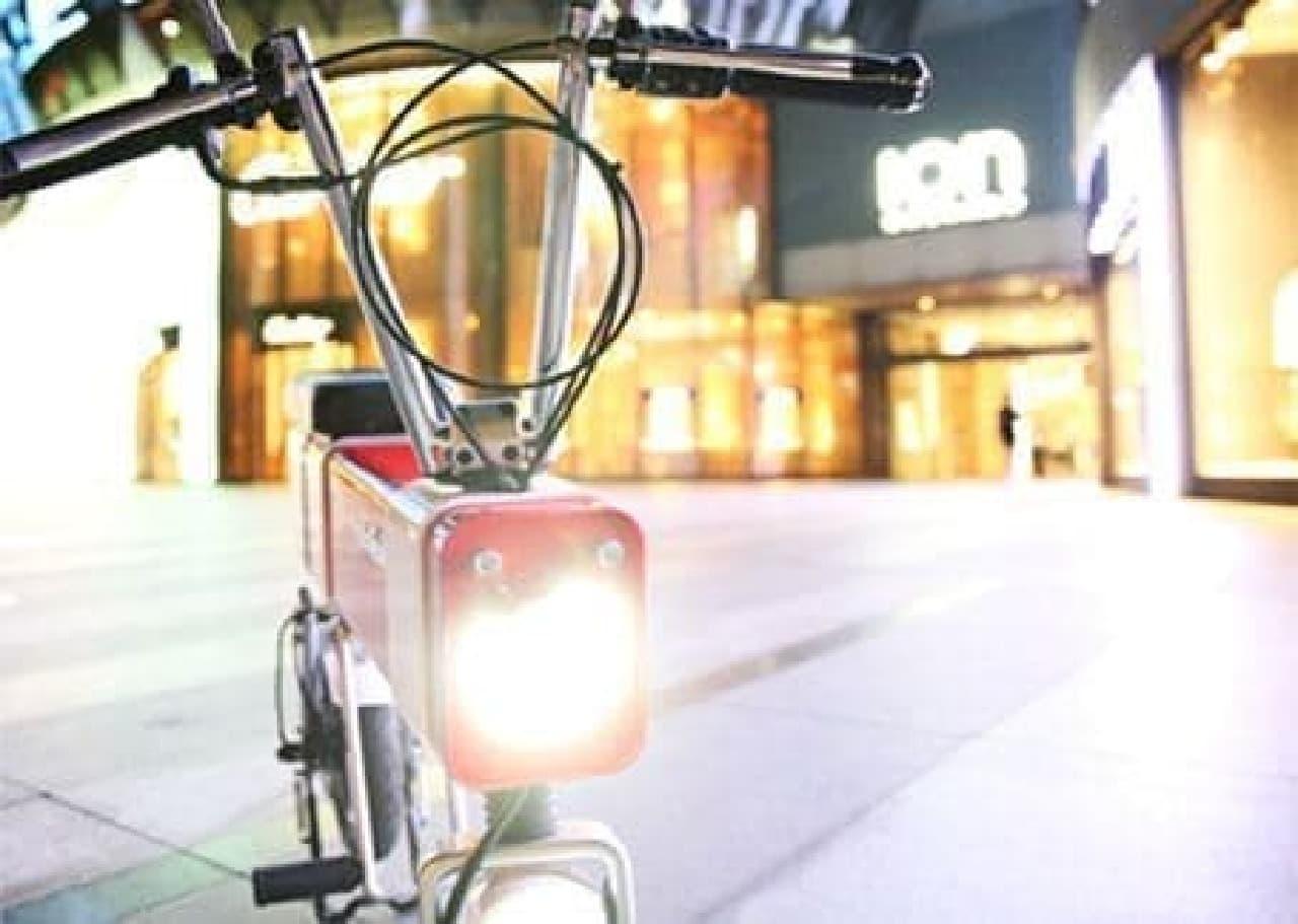 都市を走るための小型電動バイク「Motochimp」…