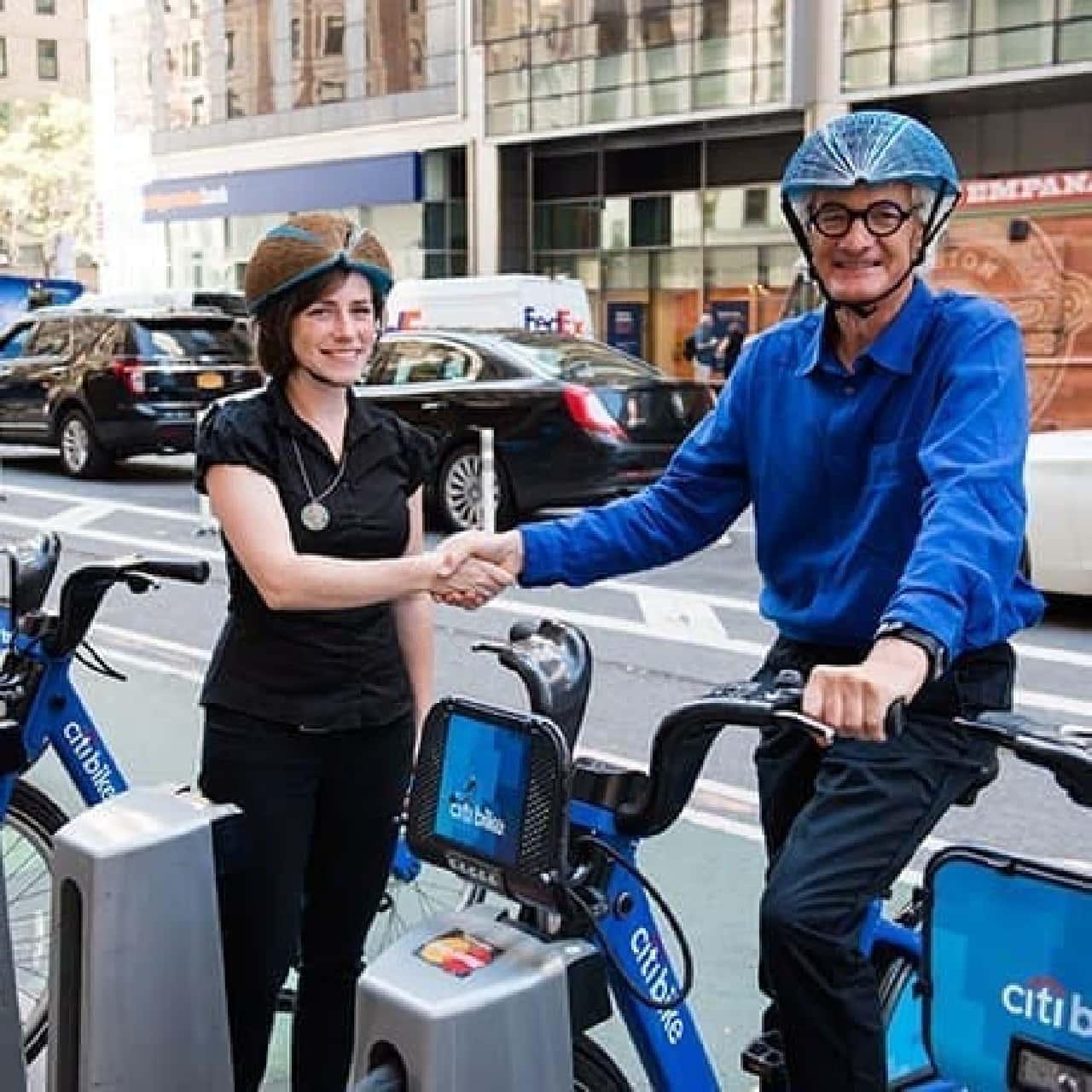 再生紙で製作された自転車用ヘルメット「EcoHelmet」