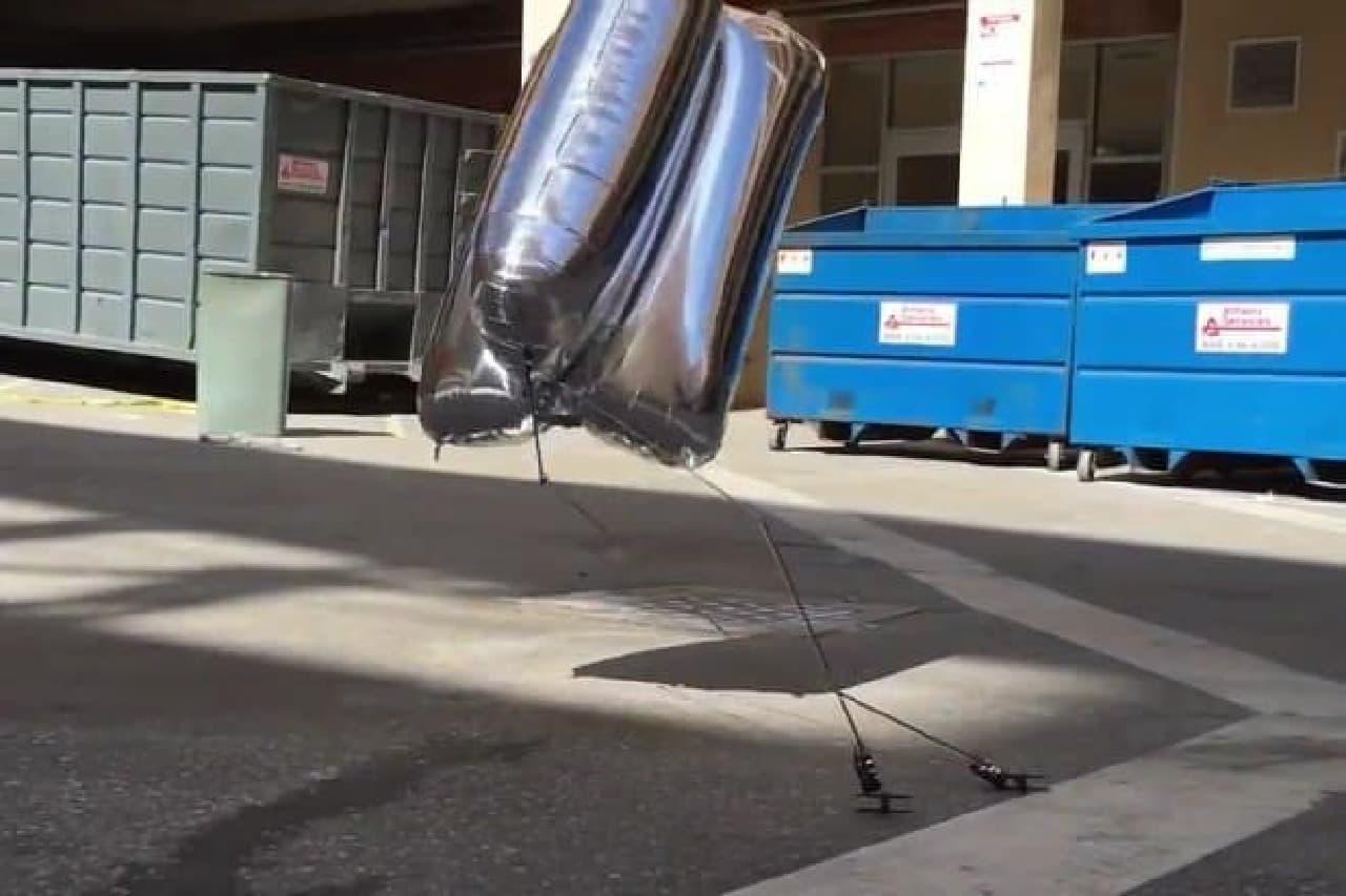 鮮やかに着地するロボット