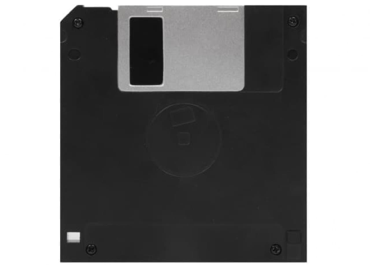 フロッピーディスク型のバッテリーバンク「Floppy Disc Powerbank」