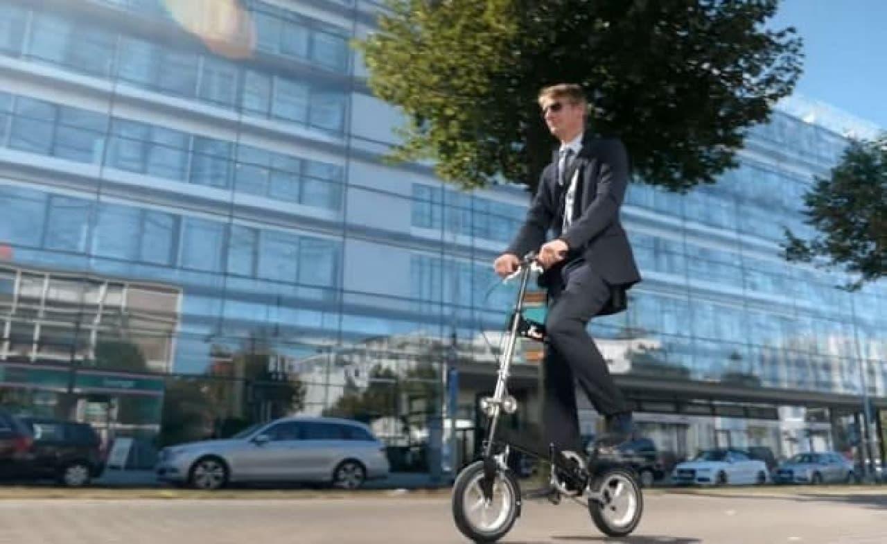 """""""飛行機に手荷物として持ち込める""""折り畳み自転車「KWIGGLE BIKE」"""