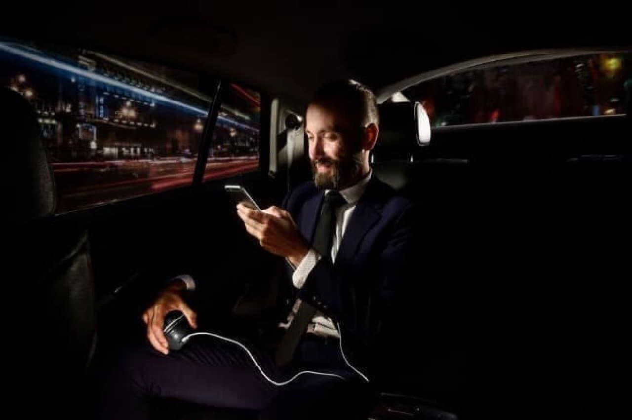 手首を鍛えながらスマートフォンに充電できる「HandEnergy」