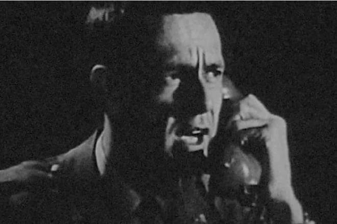 軍人と電話機のイメージ