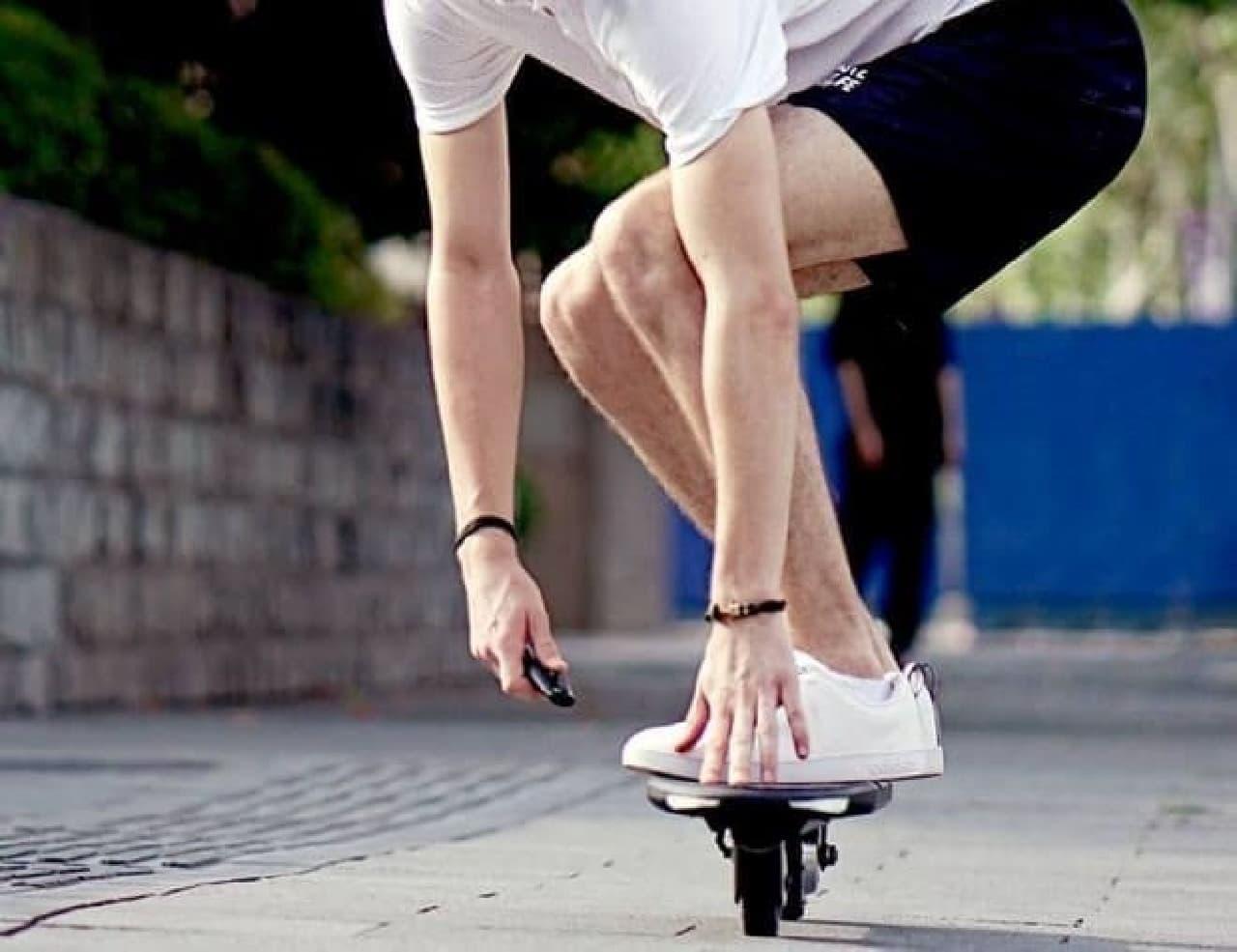 インラインな電動スケートボード「Yiiboard」