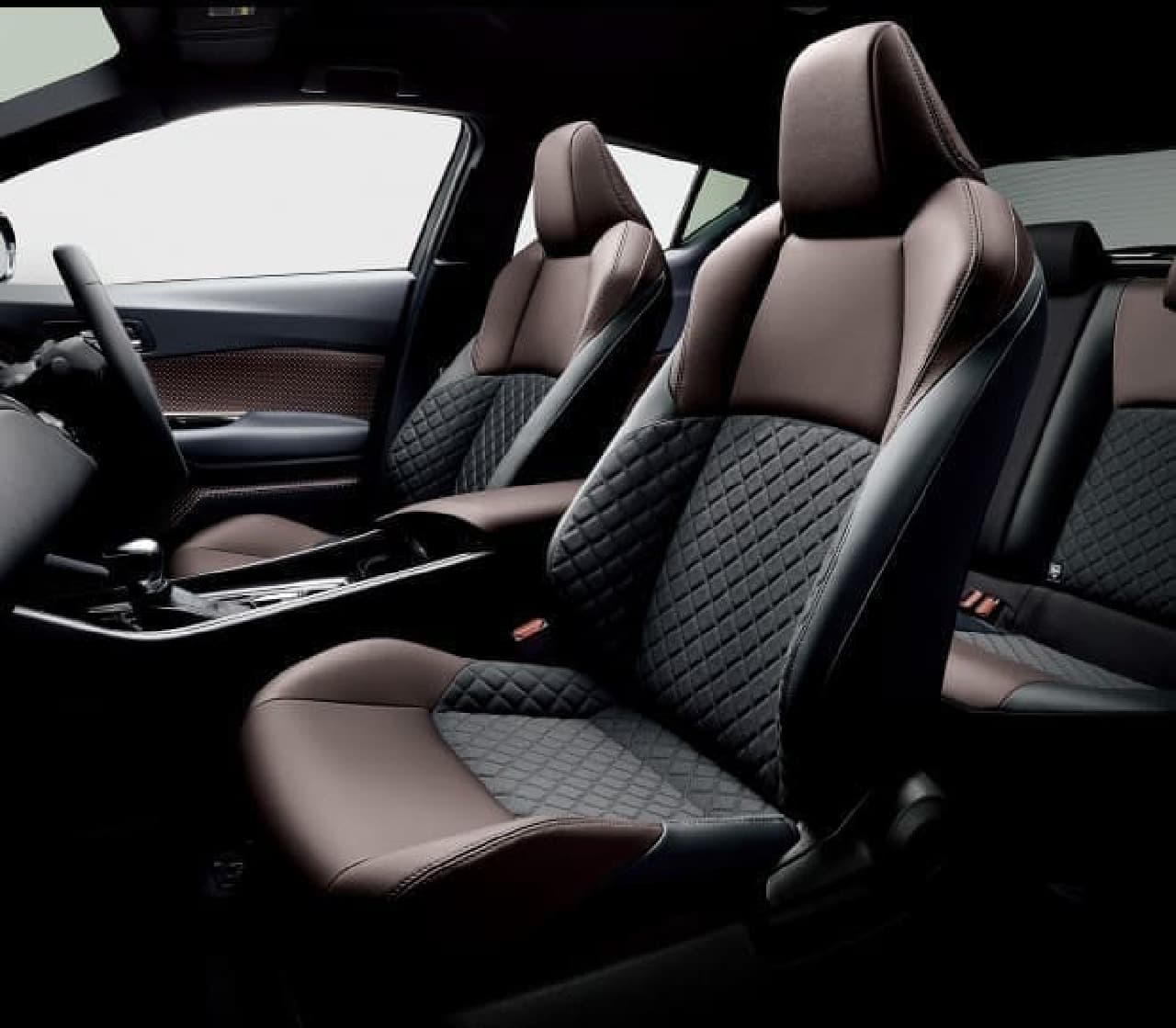 トヨタの新型コンパクトSUV「C-HR(シーエイチアール)」