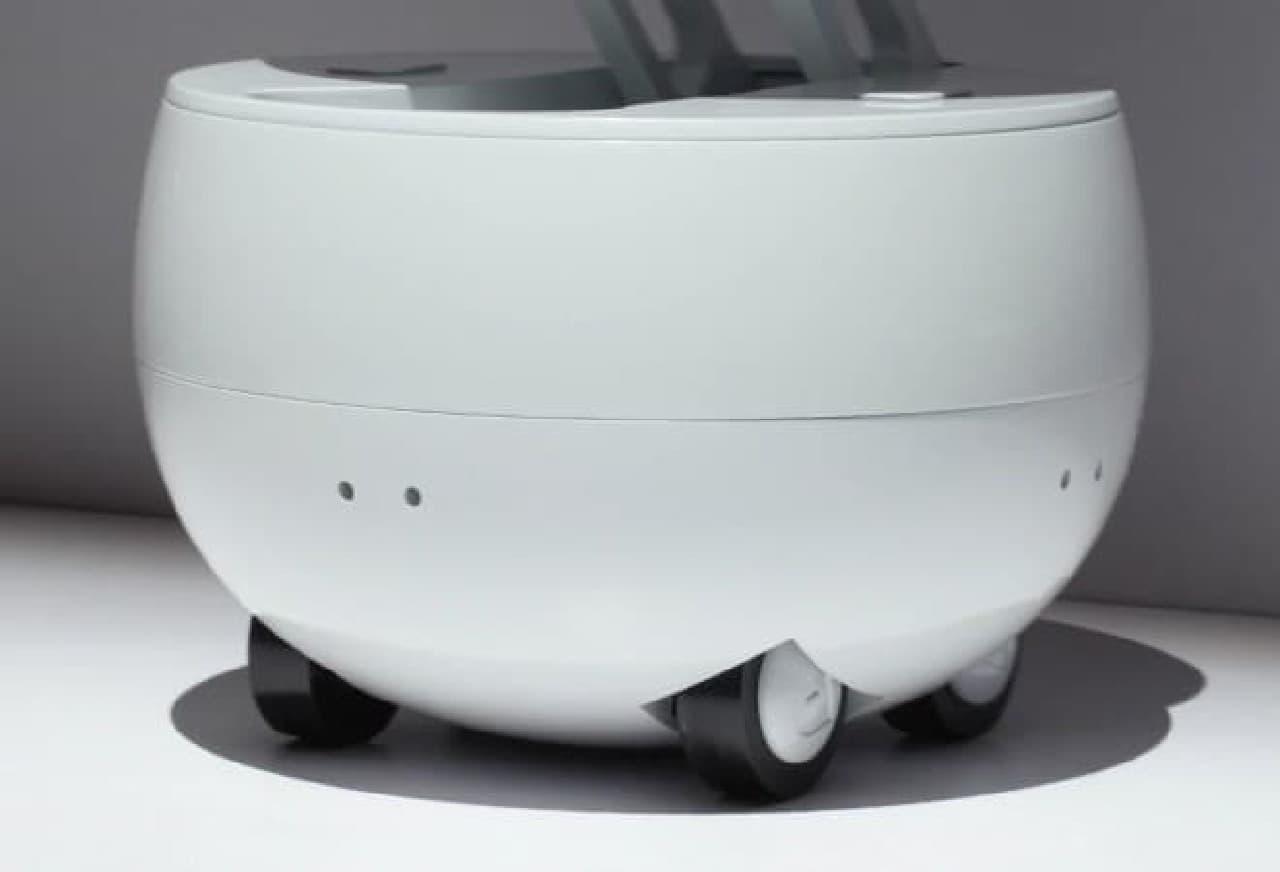 車輪つきで走りまわるロボット