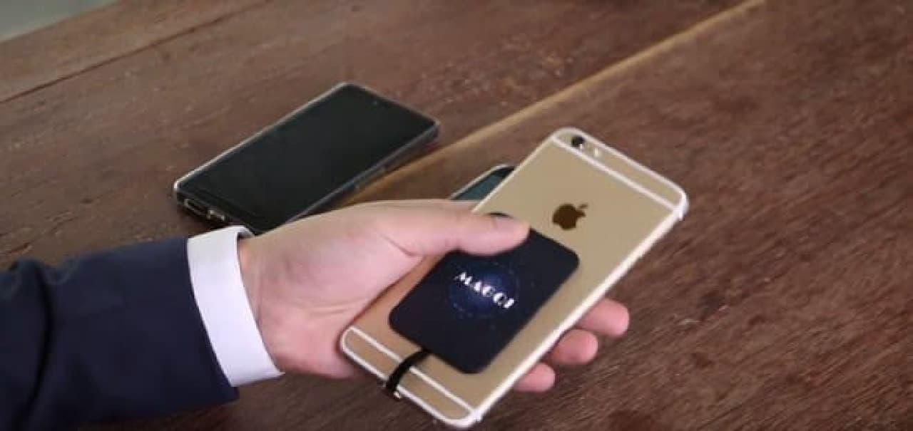 ワイヤレスのスマートフォン充電器「MAGQI」