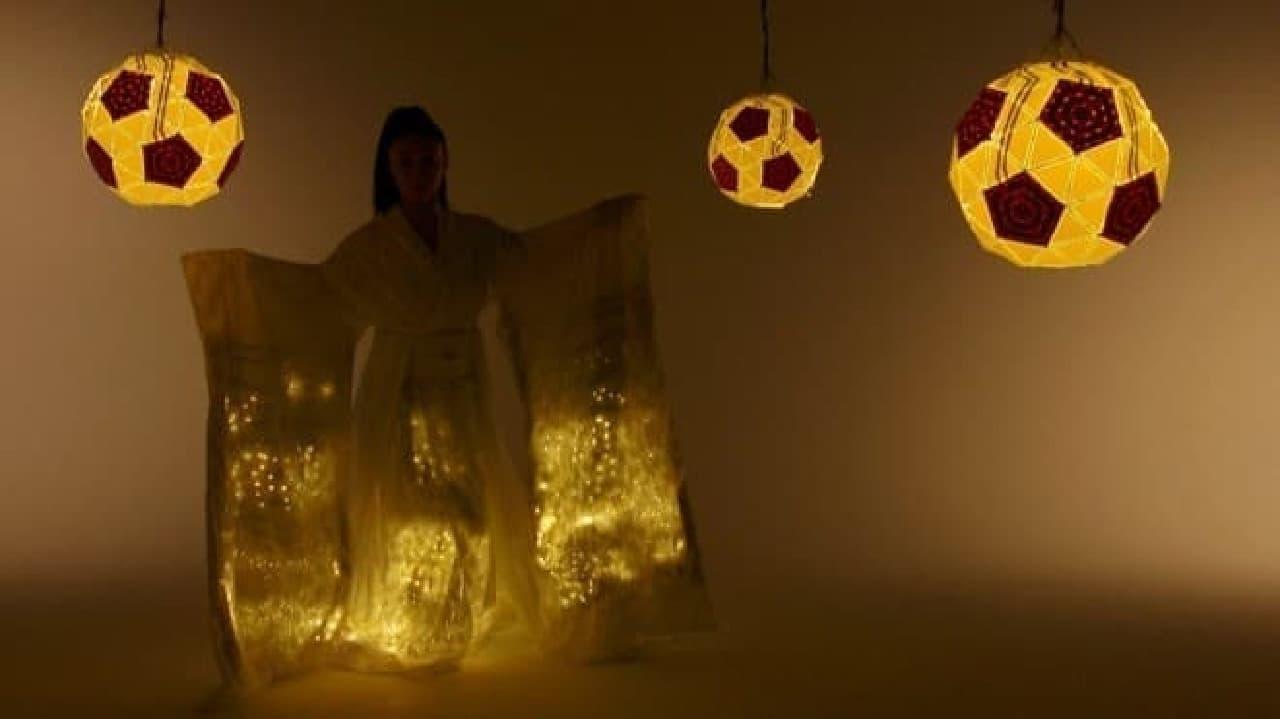 LEDをちりばめた衣装