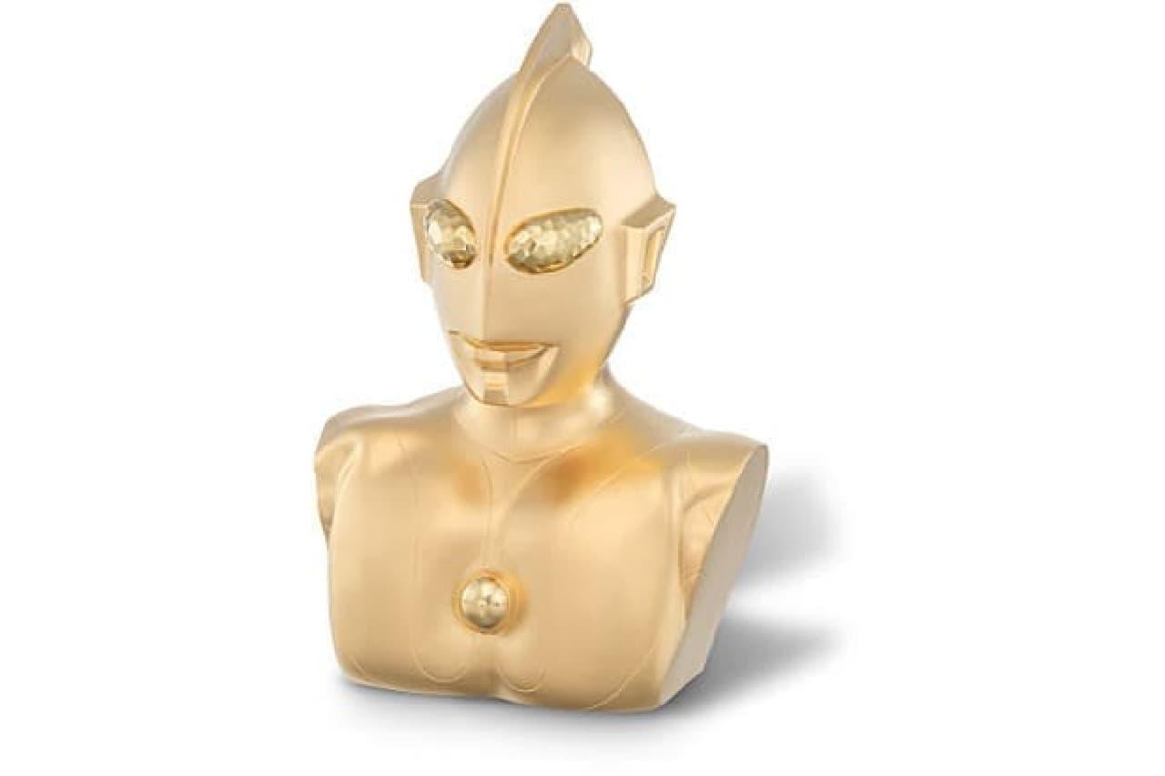 黄金のウルトラマン像