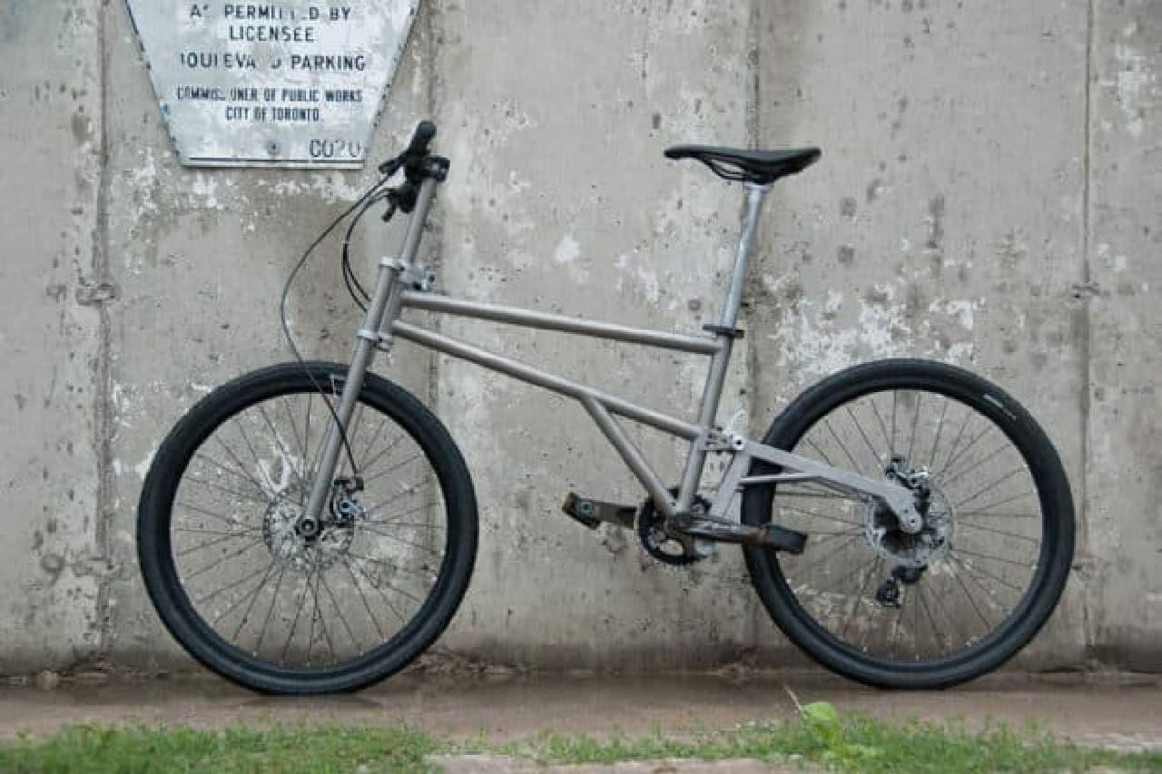 """""""ほぼタイヤサイズ""""の折り畳み自転車「HELIX」"""