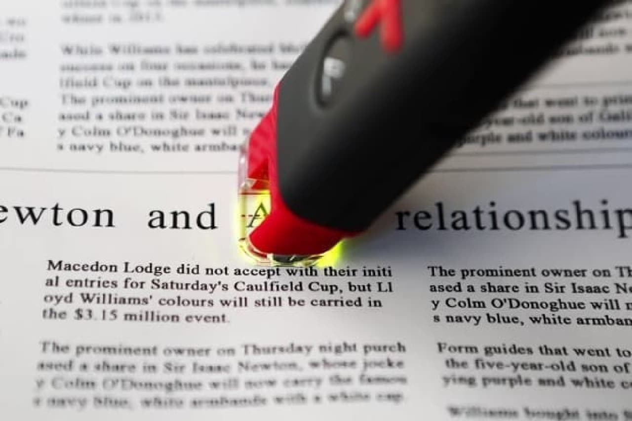 英単語をなぞって訳すペン型スキャナー