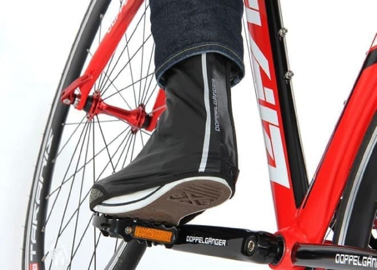 雨の日の自転車通勤を快適にする「サイクルレインシューズカバー」