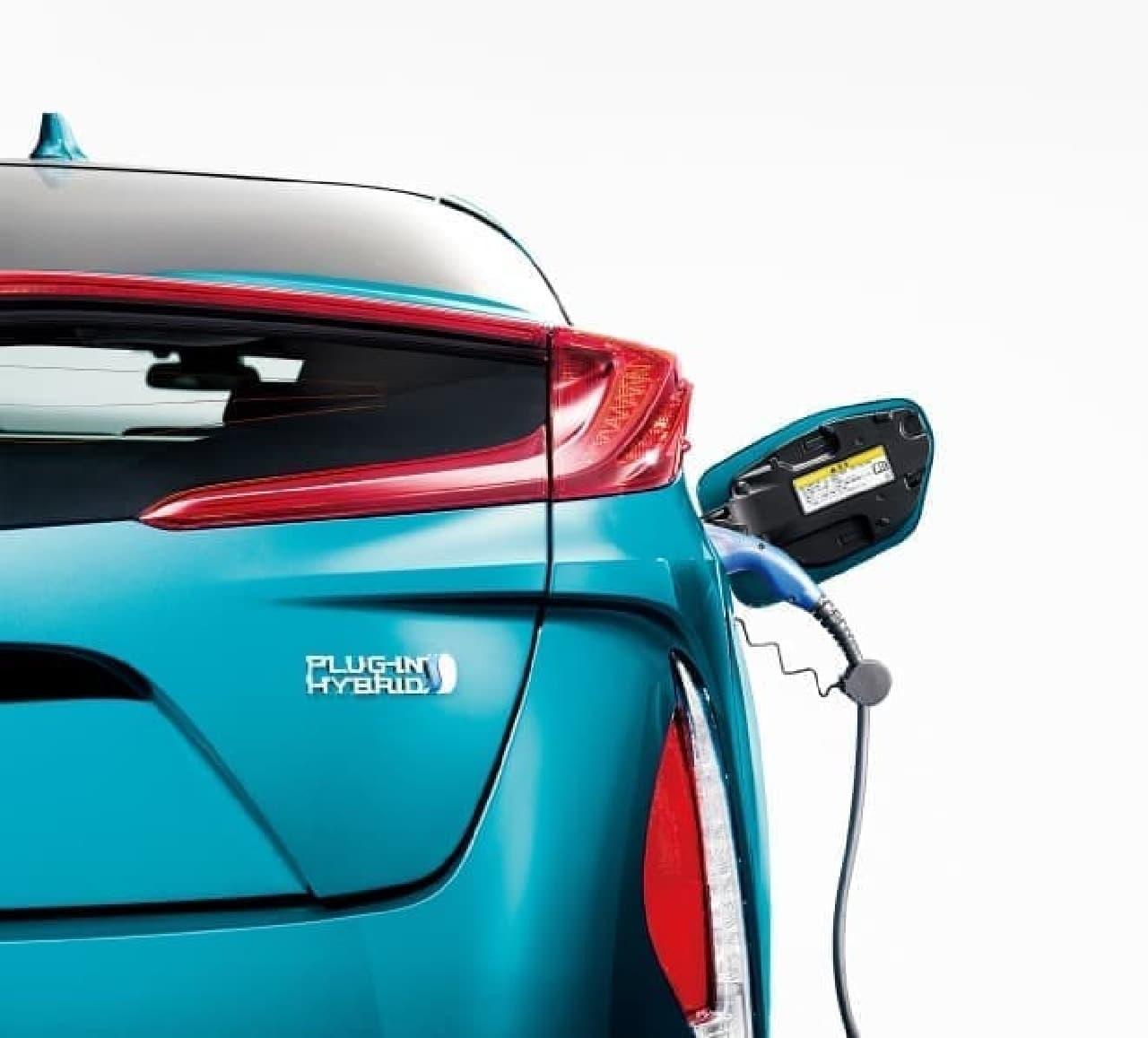 「ソーラー充電システム」を装備したトヨタの新型「プリウスPHV」
