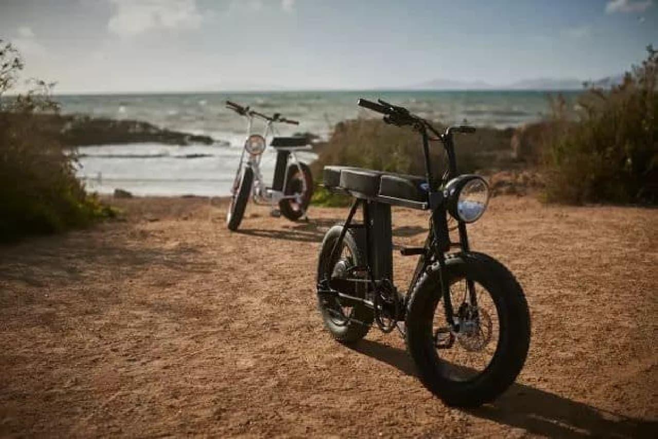 70年代のモペッドをイメージした電動アシスト自転車「MOKE」