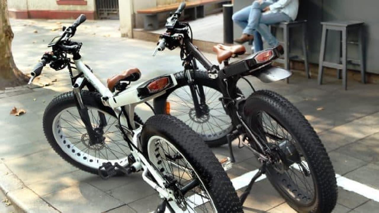 クルマを牽引できる折り畳み電動バイク「MOAR」