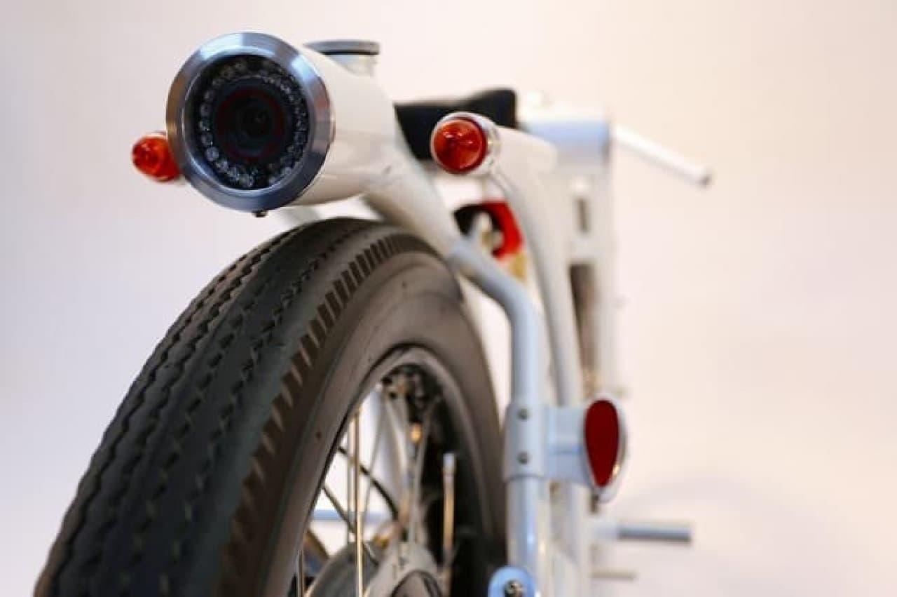 ホンダのエンジンを積んだバイク型防犯カメラ