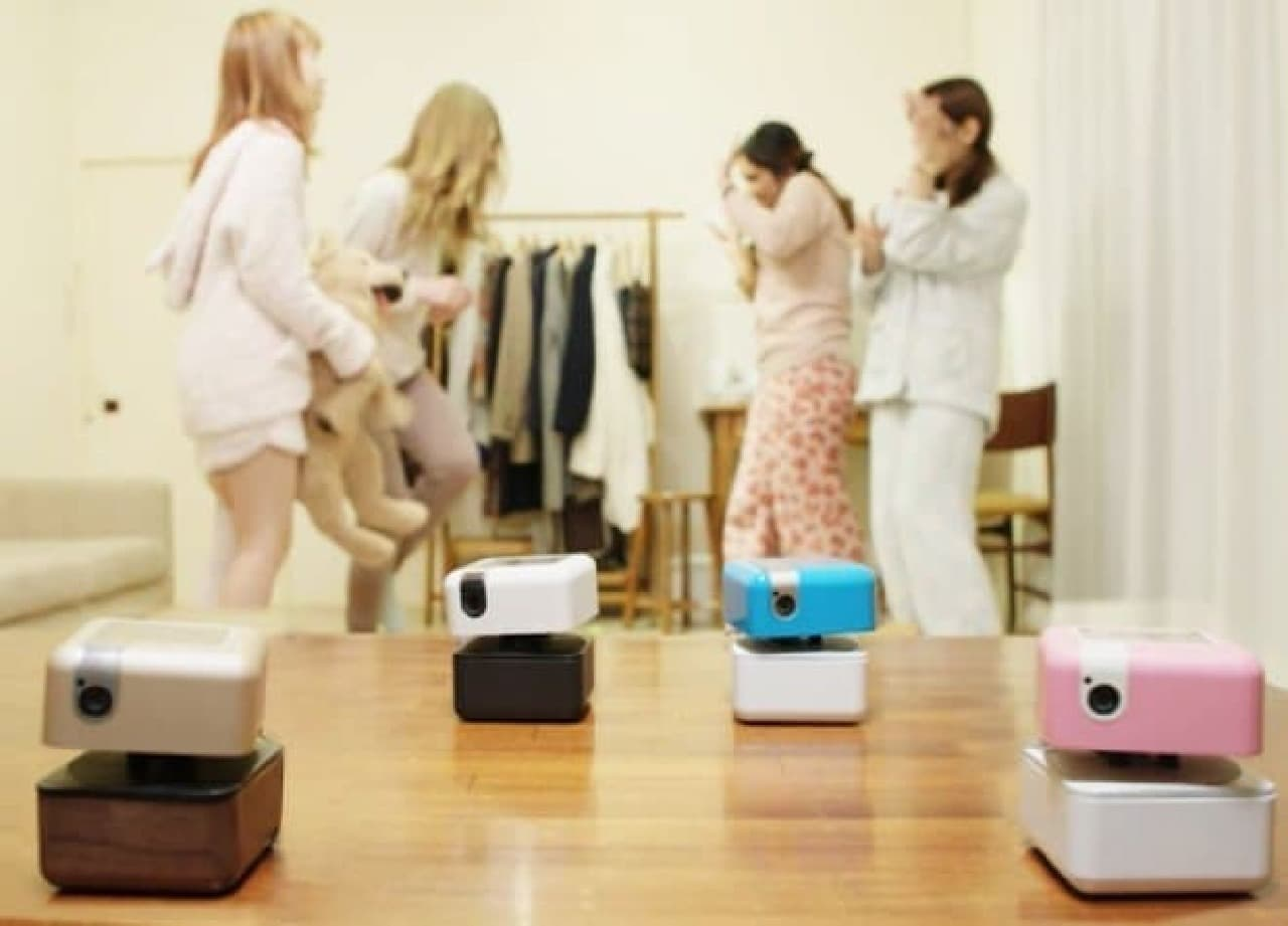 「ウォーリー」みたいでカワイイPLENGoer Roboticsの「PLEN Cube」