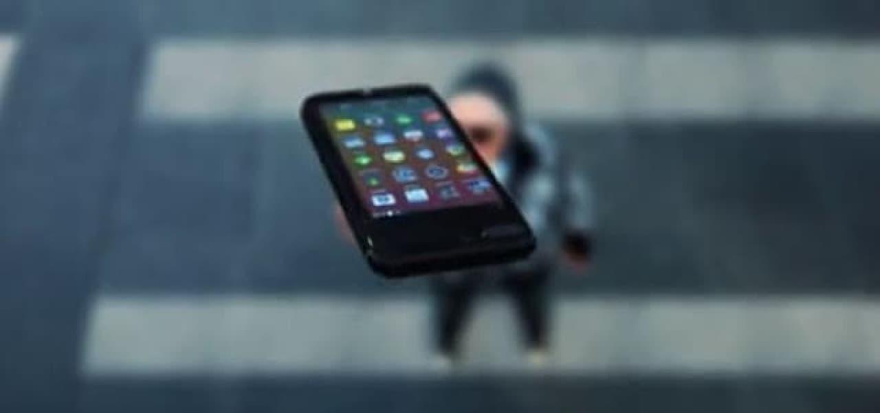 Androidスマホ付きのiPhoneケース「Eye」