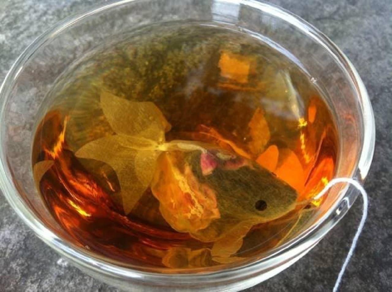 金魚の形をしたティーバッグCHARM VILLA